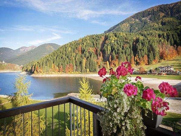 vista del lago dalla camera