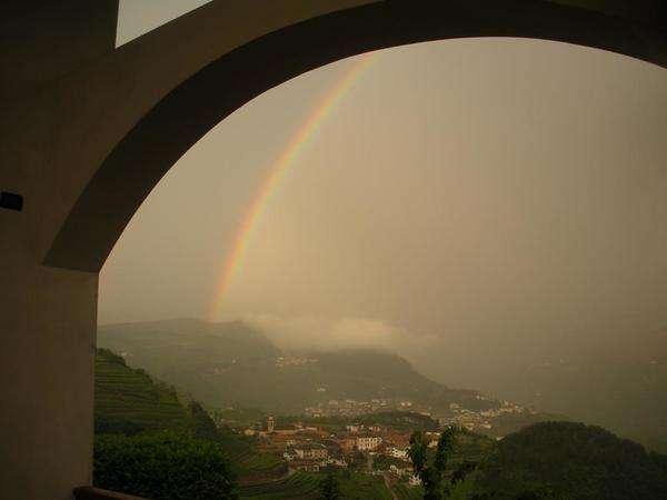 arcobaleno visto dal portico