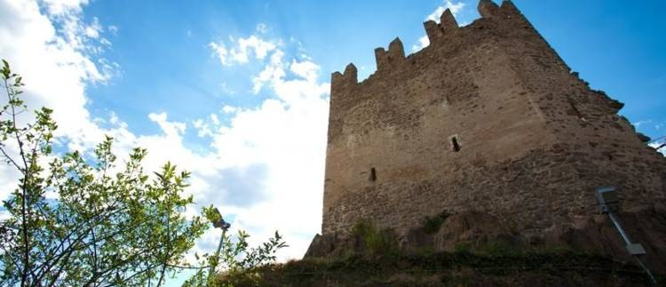 http://www.visitpinecembra.it/var/pinecembra/storage/images/_aliases/theme_holiday_large_image/4/4/6/1/11644-1-ita-IT/Castello-di_Sogonzano (3).jpg - RP2