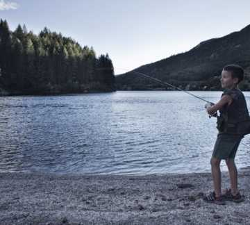 http://www.visitpinecembra.it/var/pinecembra/storage/images/_aliases/theme_holiday_small_image/2/2/8/5/25822-2-ita-IT/fishing1.jpg - RP3