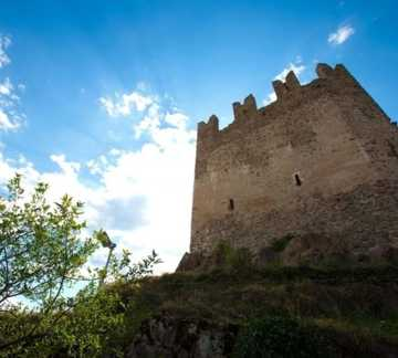 http://www.visitpinecembra.it/var/pinecembra/storage/images/_aliases/theme_holiday_small_image/4/4/6/1/11644-1-ita-IT/Castello-di_Sogonzano (3).jpg - RP3