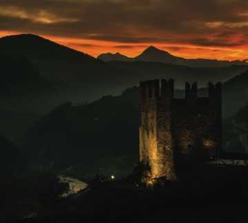 http://www.visitpinecembra.it/var/pinecembra/storage/images/_aliases/theme_holiday_small_image/6/4/7/1/1746-1-ita-IT/castello di segonzano TRAMONTO PH S. Campo.jpg - RP5